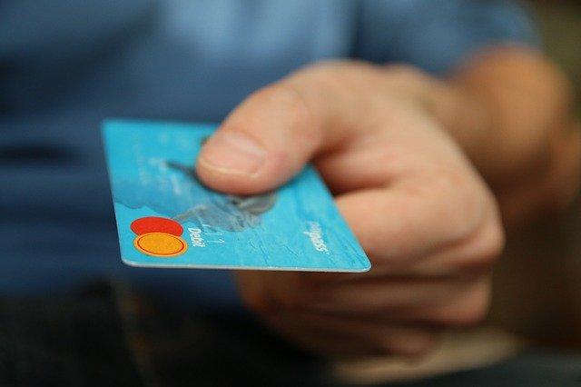 クレジットカードが入会費も年会費も無料でポイントまでくれた理由