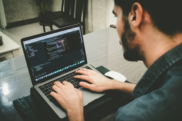 プログラミング初心者 無料で独学する方法